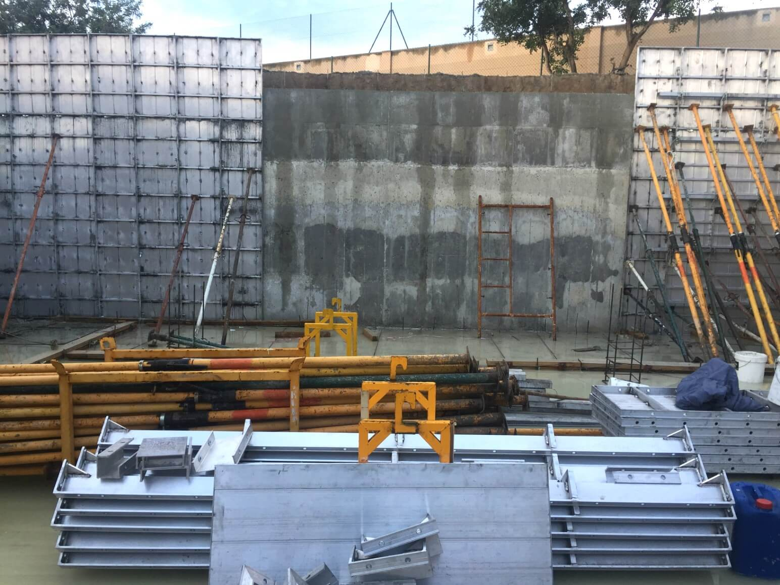 proyecto balsa para riego encofrados de aluminio construccion strong forms alicante 14