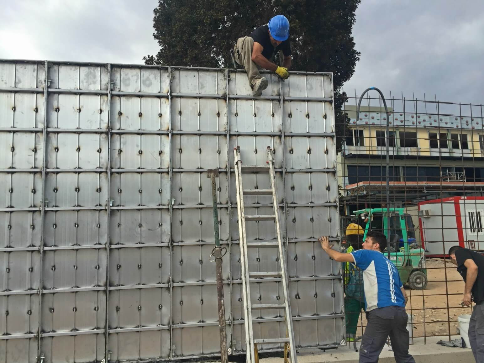 proyecto muro perimetral encofrados de aluminio construccion strong forms alicante 5